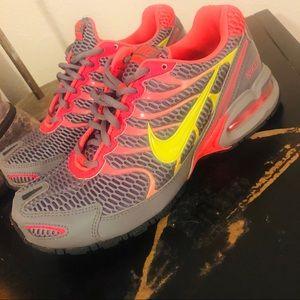 EUC Nike Sneakers
